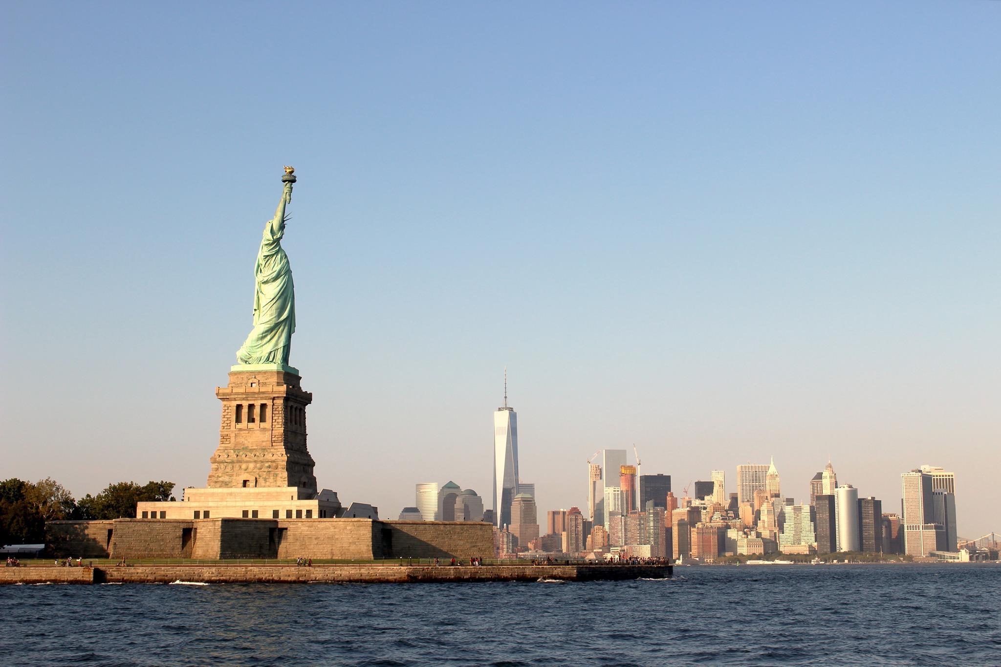 Estátua da Liberdade - quatro maneiras de apreciar o monumento icônico em  Nova York – Blog da Laura Peruchi – Tudo sobre Nova York